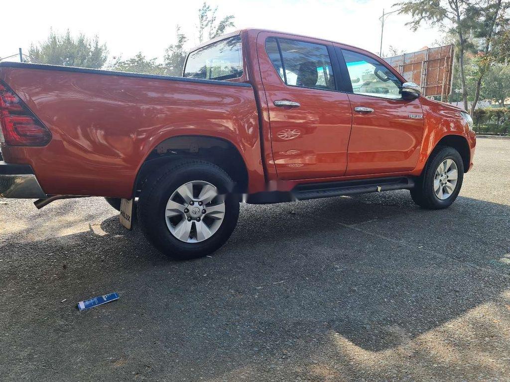 Bán Toyota Hilux năm 2016, nhập khẩu, màu cam (4)