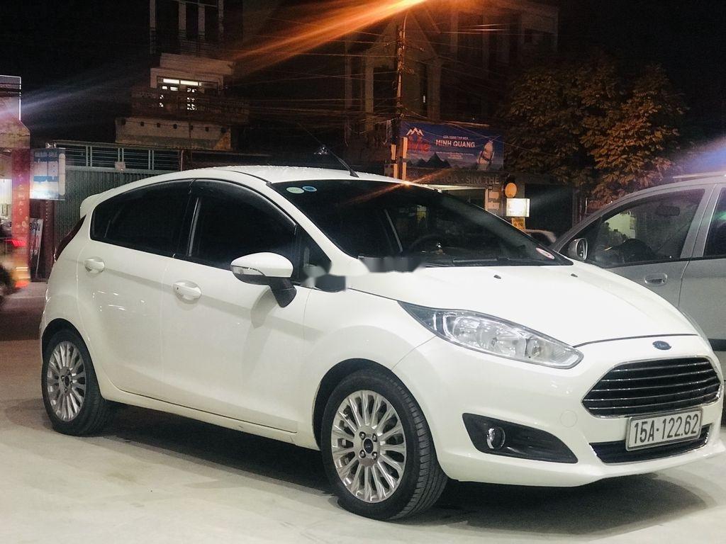 Bán Ford Fiesta năm sản xuất 2014, màu trắng  (7)