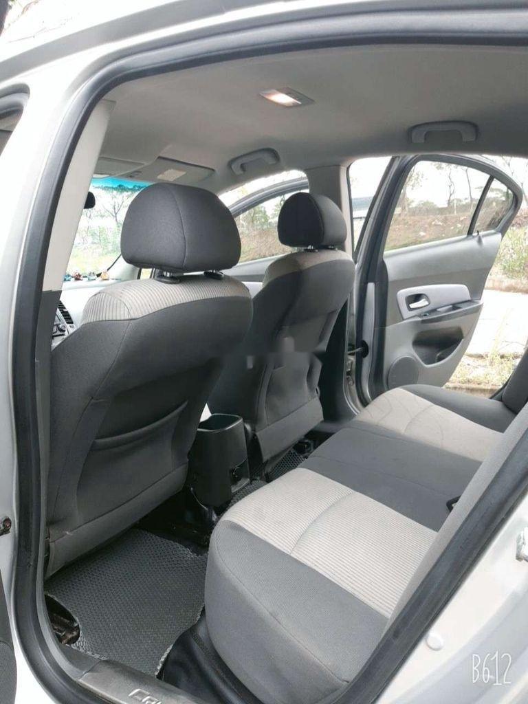 Cần bán xe Chevrolet Cruze năm 2010, màu bạc, giá tốt (8)