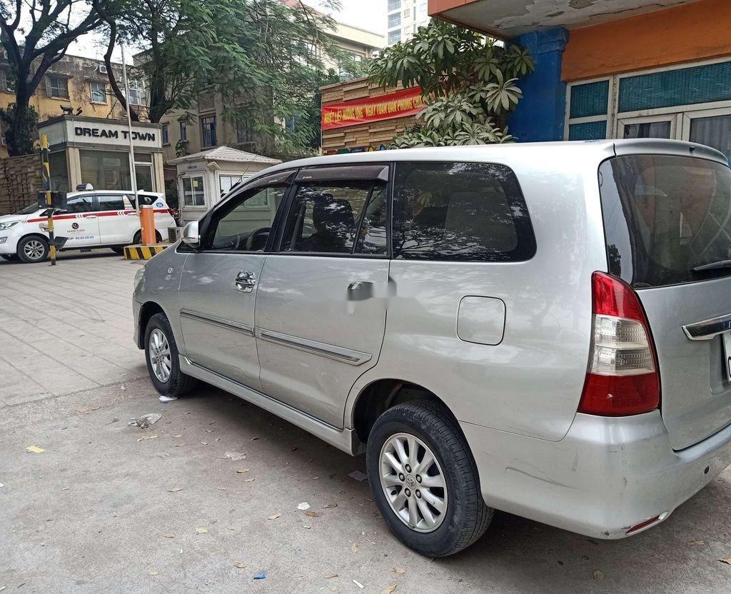 Cần bán lại xe Toyota Innova sản xuất 2013, xe một đời chủ (4)