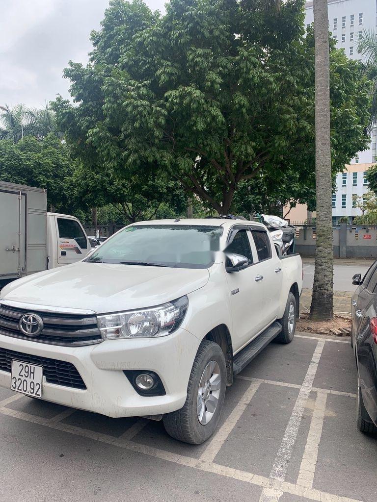 Cần bán lại xe Toyota Hilux năm sản xuất 2017, màu trắng, nhập khẩu (2)