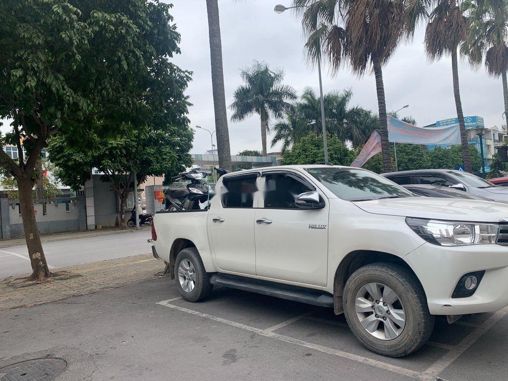 Cần bán lại xe Toyota Hilux năm sản xuất 2017, màu trắng, nhập khẩu (3)