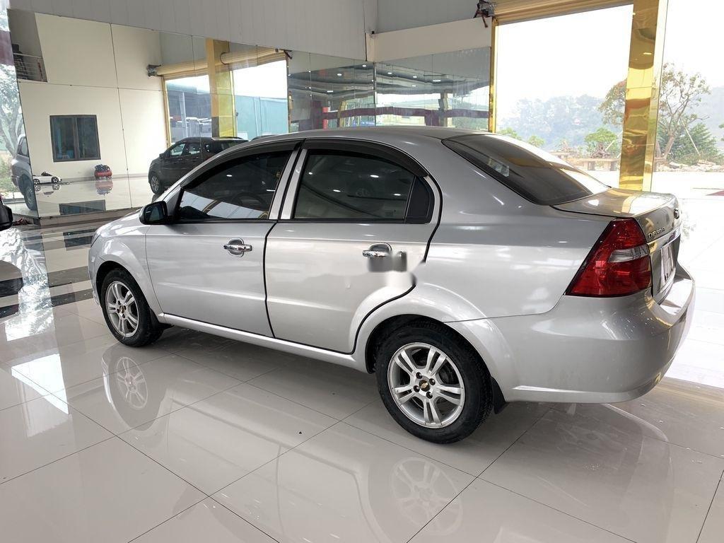 Cần bán xe Chevrolet Aveo 2014, màu bạc chính chủ, giá 235tr (5)