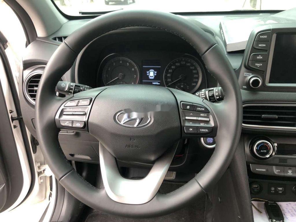 Bán Hyundai Kona đời 2020, màu trắng chính chủ (6)