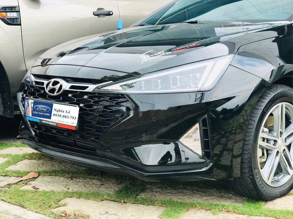 Cần bán lại xe Hyundai Elantra năm 2019, màu đen còn mới, 699tr (3)