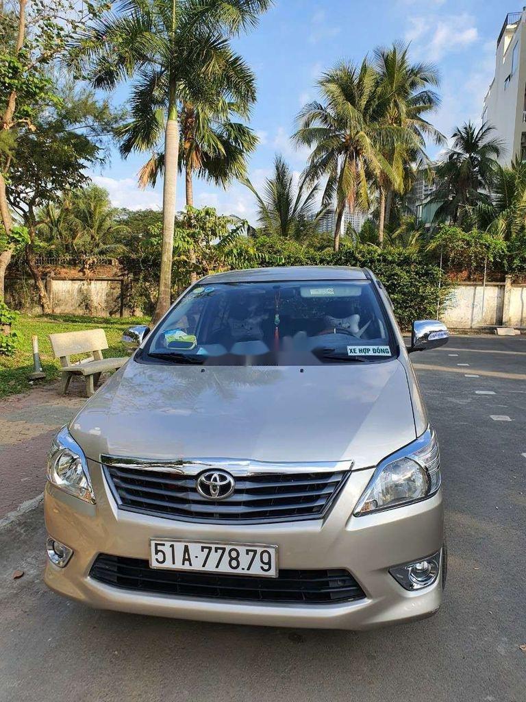 Bán Toyota Innova năm sản xuất 2014, màu vàng còn mới, giá tốt (4)