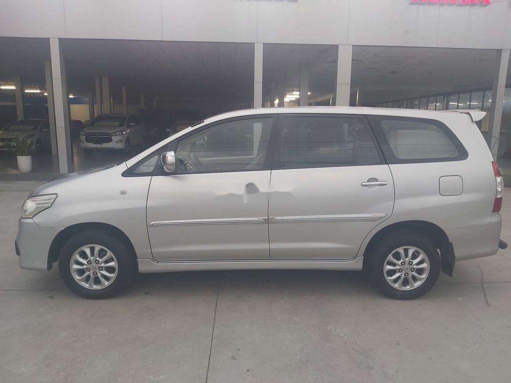 Cần bán xe Toyota Innova đời 2015, màu bạc chính chủ, giá tốt (5)