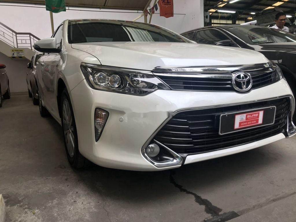 Cần bán gấp Toyota Camry sản xuất năm 2018, màu trắng  (2)
