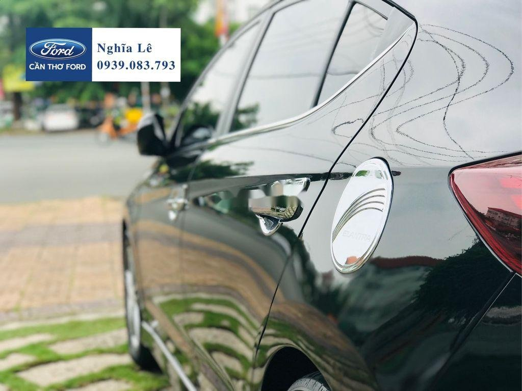Cần bán lại xe Hyundai Elantra năm 2019, màu đen còn mới, 699tr (5)