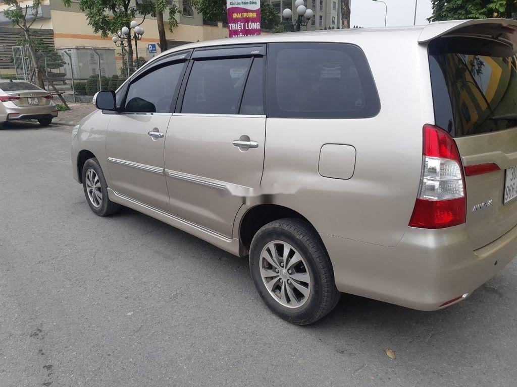 Cần bán xe Toyota Innova sản xuất 2016, màu vàng còn mới, giá tốt (2)
