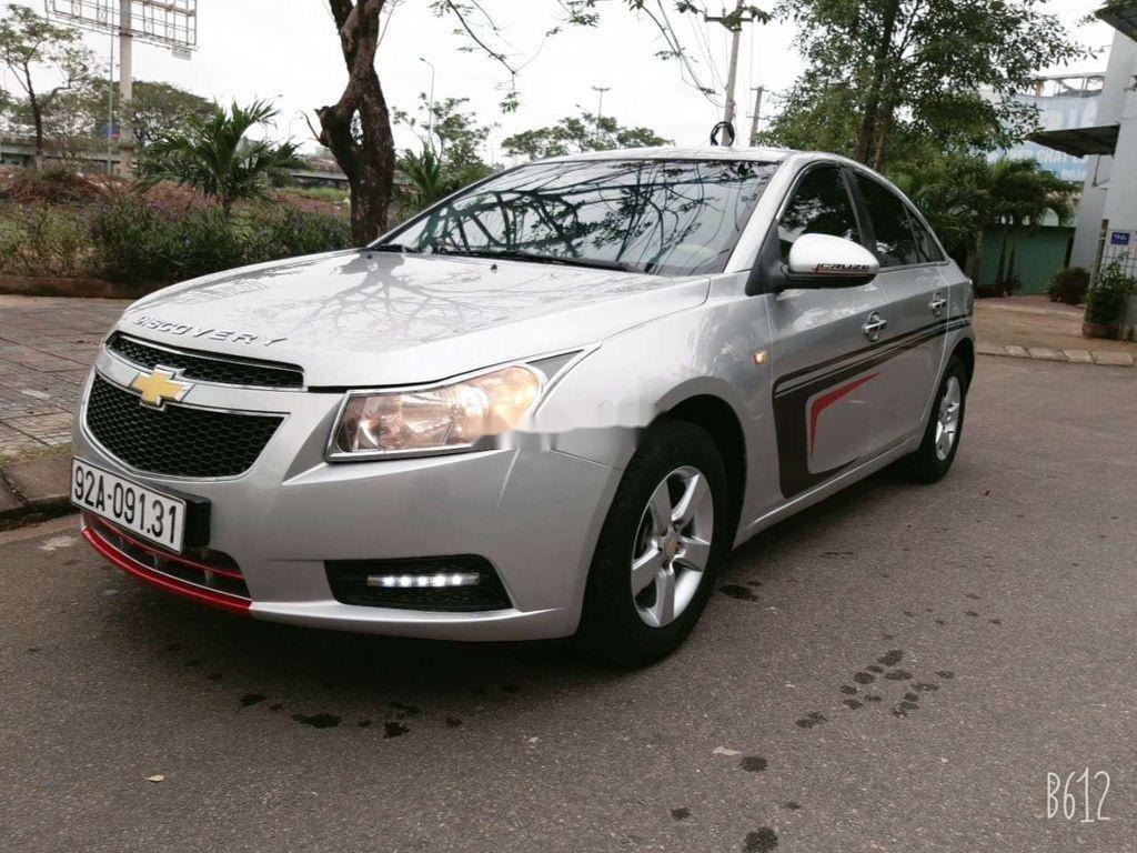 Cần bán xe Chevrolet Cruze năm 2010, màu bạc, giá tốt (2)