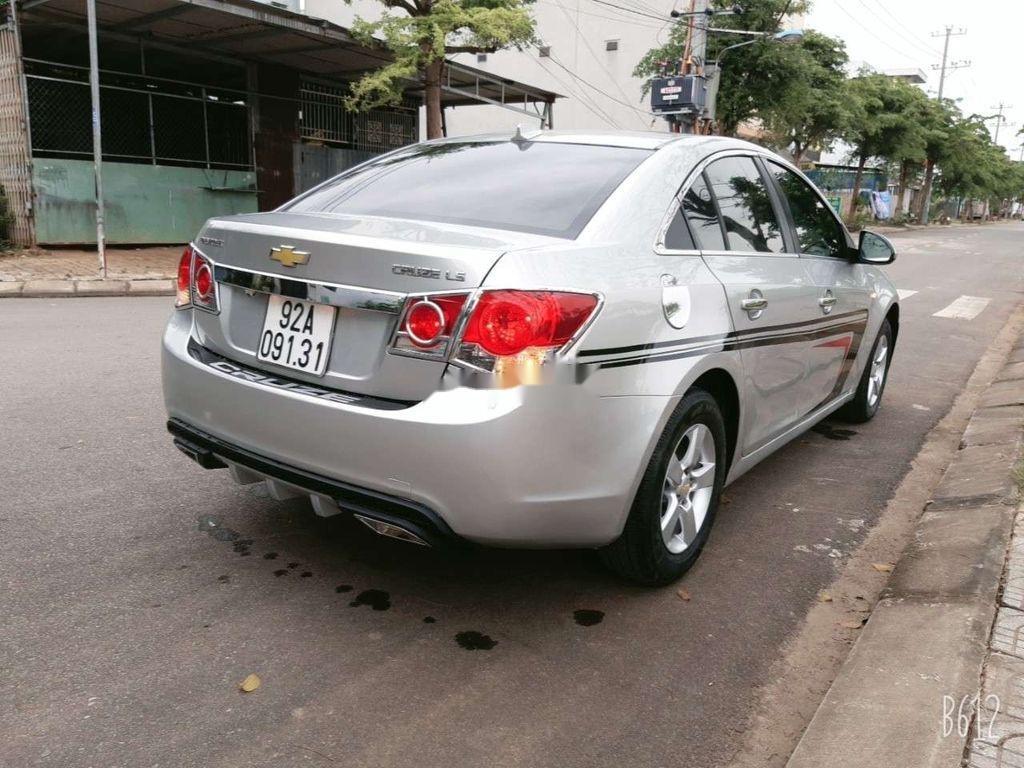 Cần bán xe Chevrolet Cruze năm 2010, màu bạc, giá tốt (6)