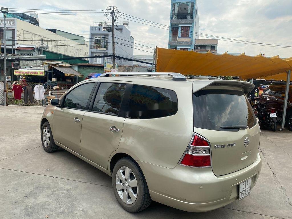Xe Nissan Grand livina đời 2011, màu vàng  (4)