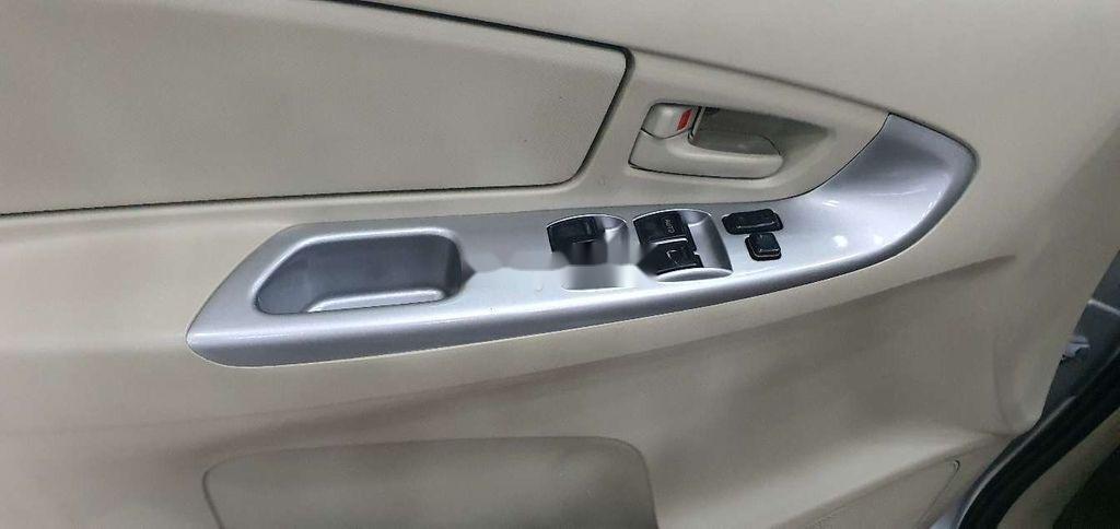 Cần bán gấp Toyota Innova 2014, màu bạc còn mới (7)