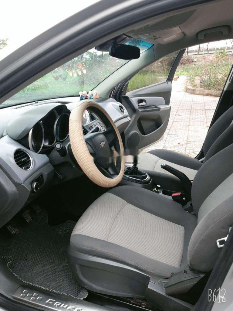 Cần bán xe Chevrolet Cruze năm 2010, màu bạc, giá tốt (9)