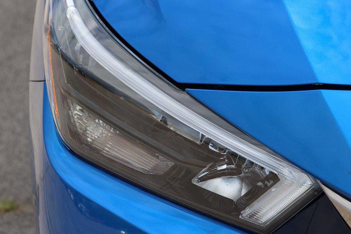 Ảnh Đèn pha xe Nissan Sunny 2021