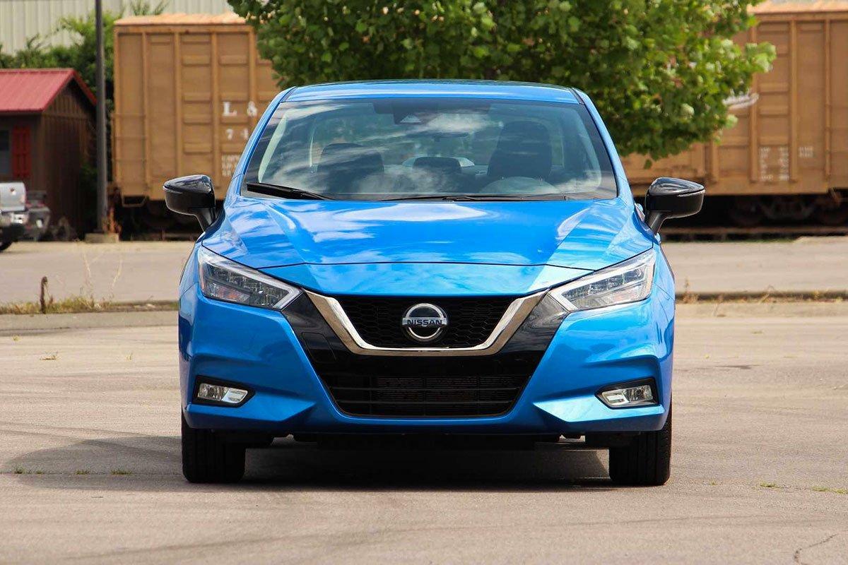 Ảnh đầu xe Nissan Sunny 2021