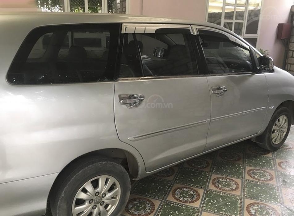 Cần bán lại xe Toyota Innova 2.0E năm 2012, màu bạc, giá 380tr (2)