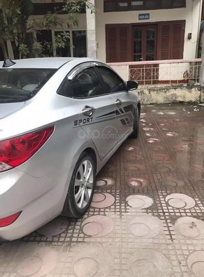 Bán Hyundai Accent 1.4 AT sản xuất năm 2014, màu bạc, nhập khẩu nguyên chiếc (4)
