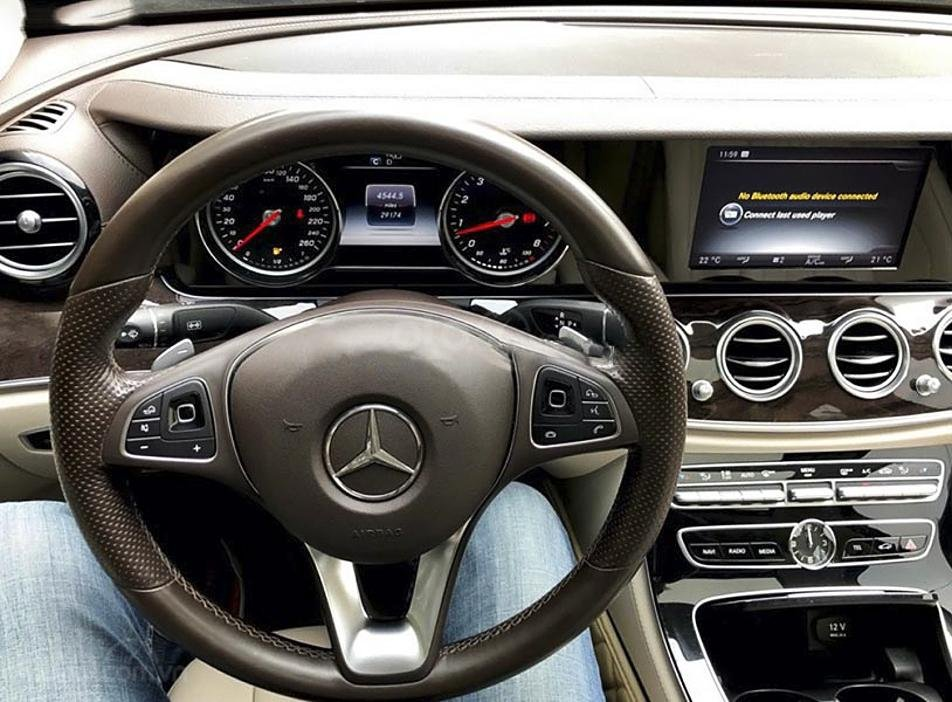 Bán xe Mercedes E250 năm 2016, màu đen (3)