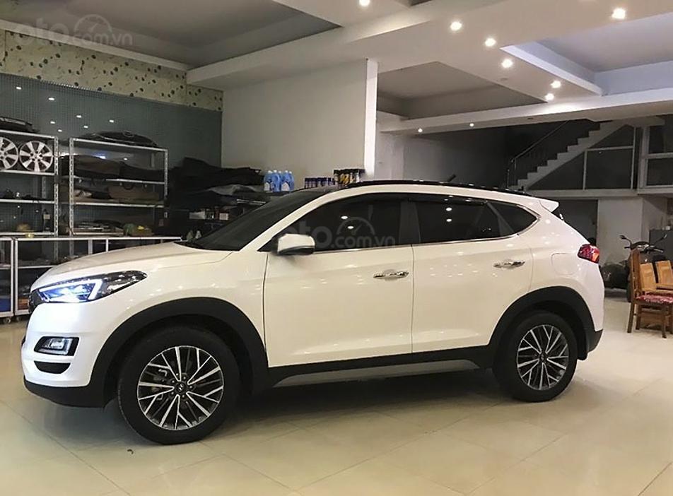 Bán ô tô Hyundai Tucson sản xuất 2019, màu trắng còn mới giá cạnh tranh (1)