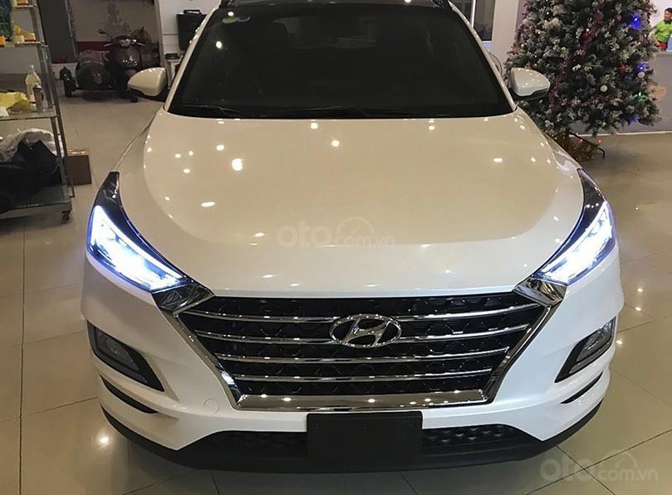 Bán ô tô Hyundai Tucson sản xuất 2019, màu trắng còn mới giá cạnh tranh (6)