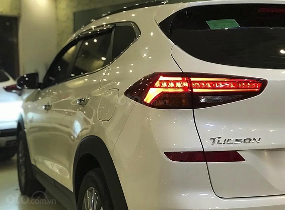 Bán ô tô Hyundai Tucson sản xuất 2019, màu trắng còn mới giá cạnh tranh (3)