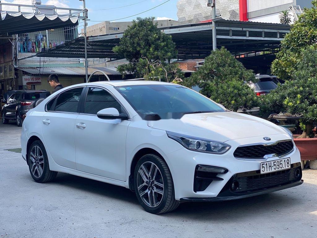 Cần bán lại xe Kia Cerato sản xuất 2019, màu trắng chính chủ, giá 612tr (1)