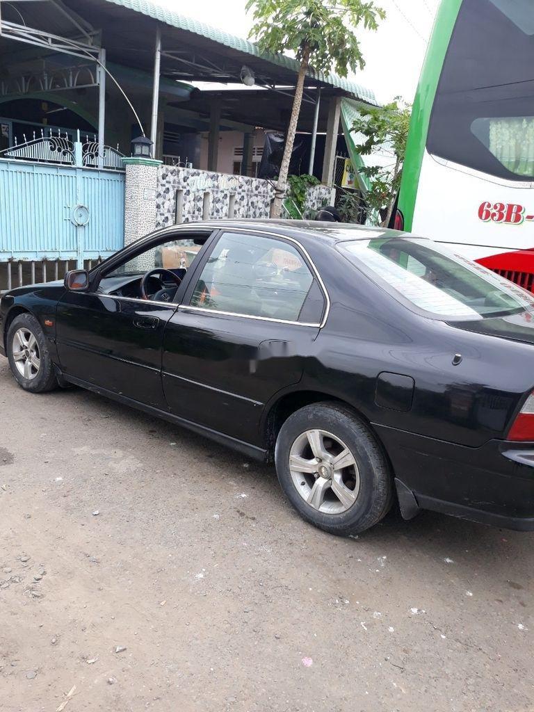 Cần bán gấp Honda Accord sản xuất 2000, màu đen (2)