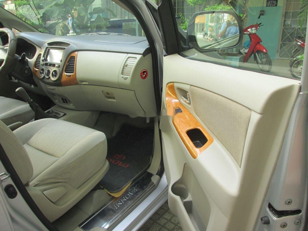 Cần bán xe Toyota Innova sản xuất năm 2011 còn mới, 376 triệu (7)