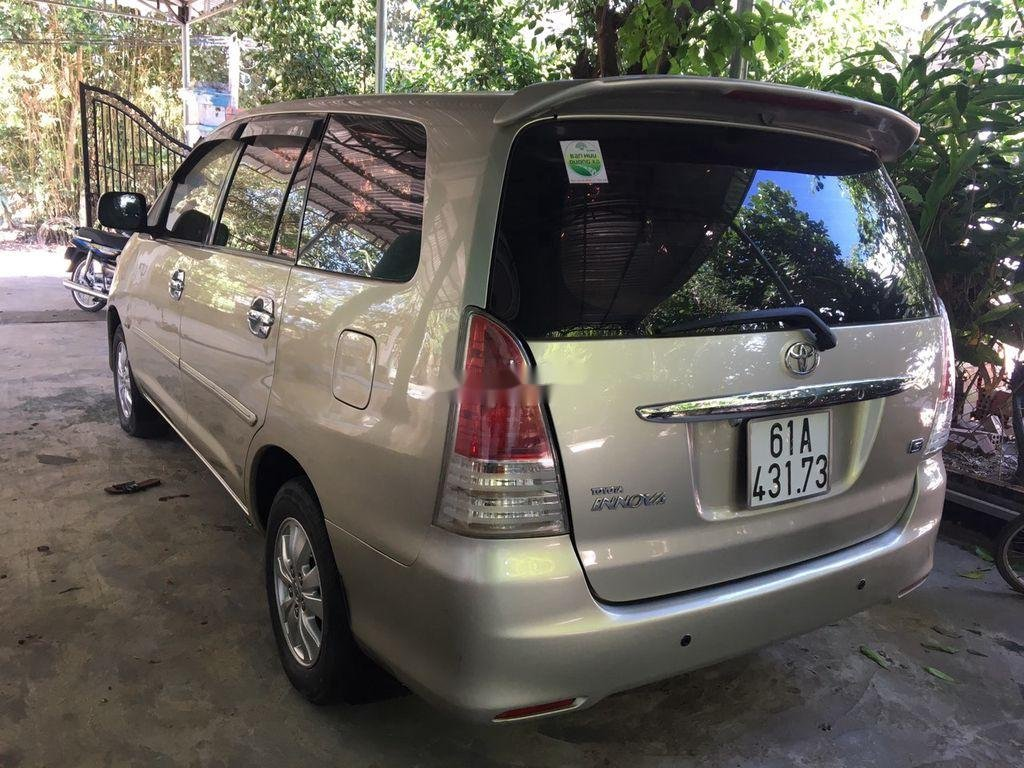 Bán Toyota Innova sản xuất năm 2009 còn mới (3)