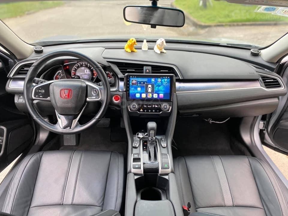 Xe Honda Civic đời 2018, màu bạc, giá tốt (6)