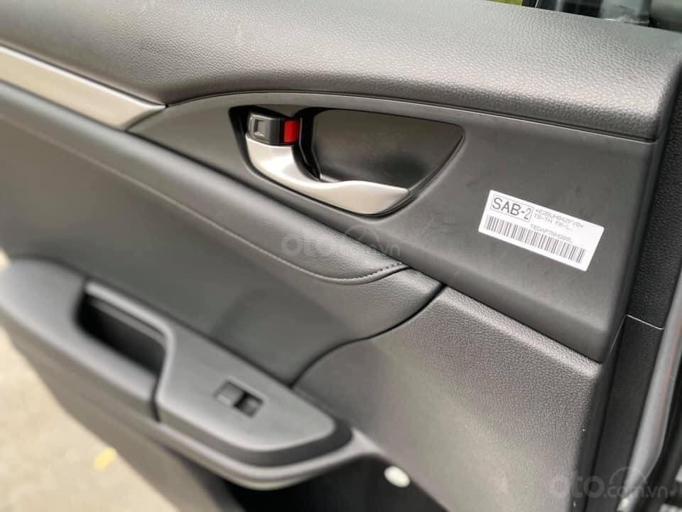 Xe Honda Civic đời 2018, màu bạc, giá tốt (4)