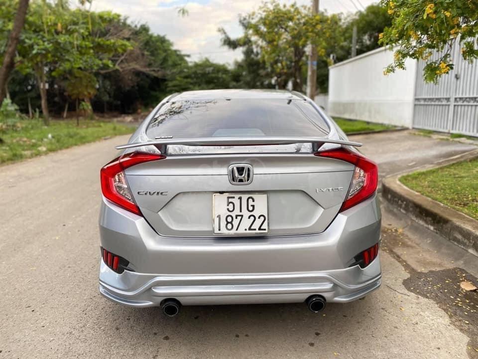 Xe Honda Civic đời 2018, màu bạc, giá tốt (3)