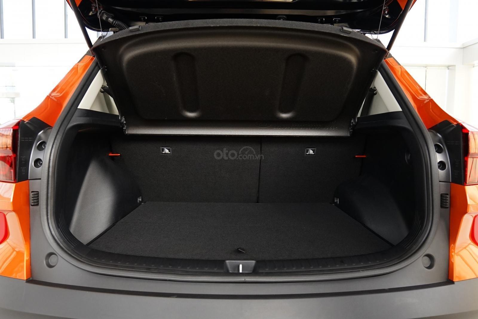 Kia Seltos 1.4 Premium cam - đen, giao xe tháng 1/2021 (9)