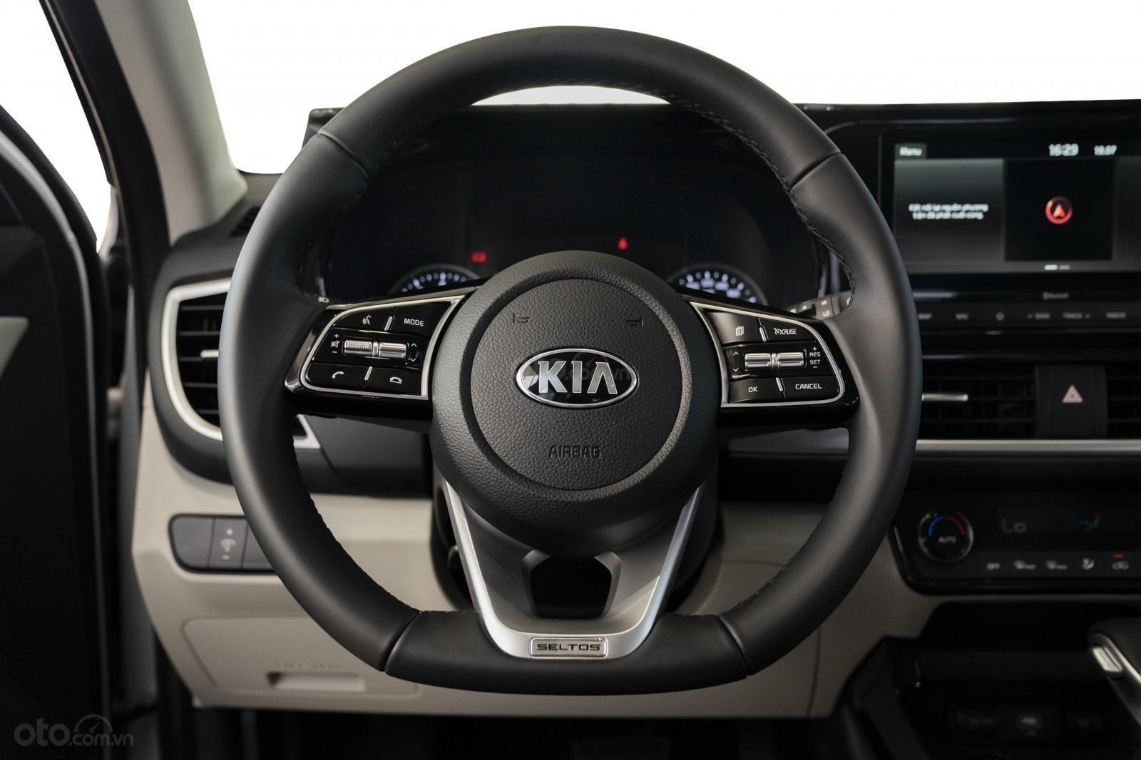 Kia Seltos 1.4 Premium cam - đen, giao xe tháng 1/2021 (11)
