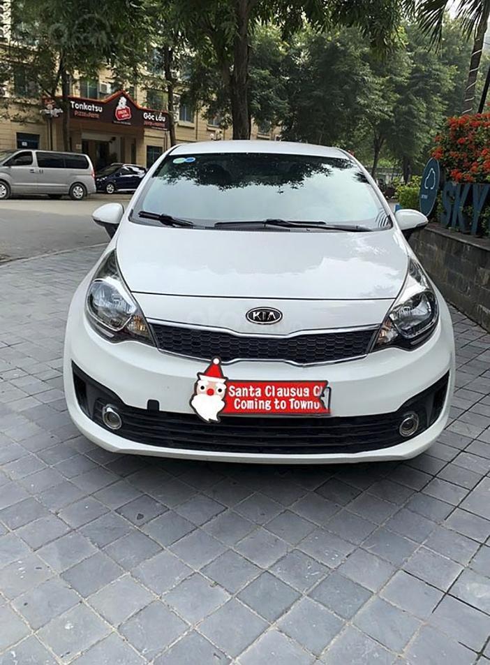 Cần bán xe Kia Rio năm 2017, màu trắng, nhập khẩu nguyên chiếc còn mới (5)