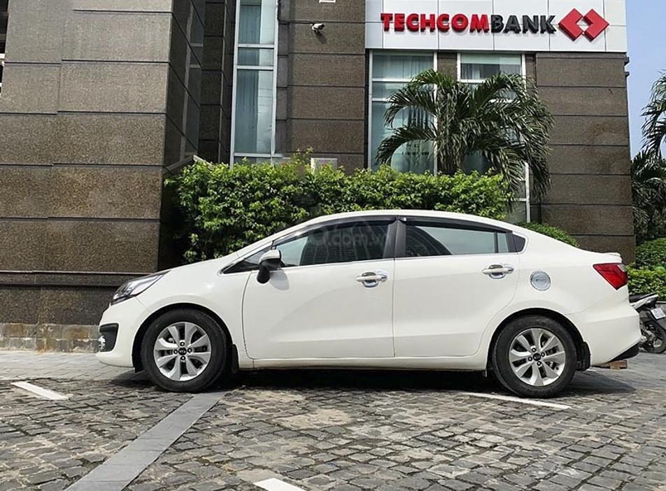 Cần bán xe Kia Rio năm 2017, màu trắng, nhập khẩu nguyên chiếc còn mới (1)