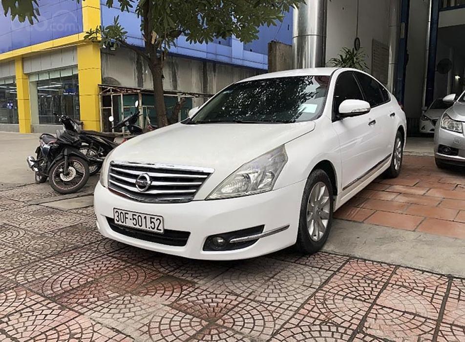 Bán Nissan Teana năm sản xuất 2009, màu trắng, nhập khẩu nguyên chiếc còn mới, giá chỉ 385 triệu (1)