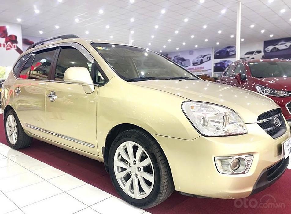 Cần bán gấp Kia Carens sản xuất 2011, màu vàng (1)