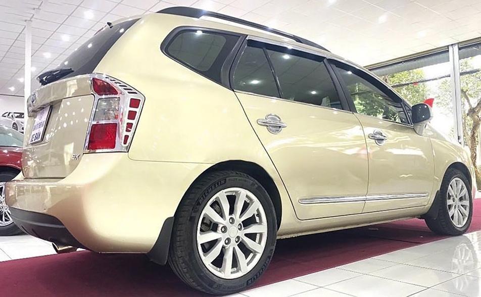 Cần bán gấp Kia Carens sản xuất 2011, màu vàng (4)