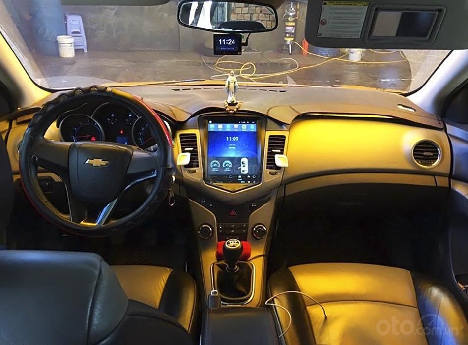 Cần bán Chevrolet Cruze LS 1.6 MT năm 2010, màu đen (2)