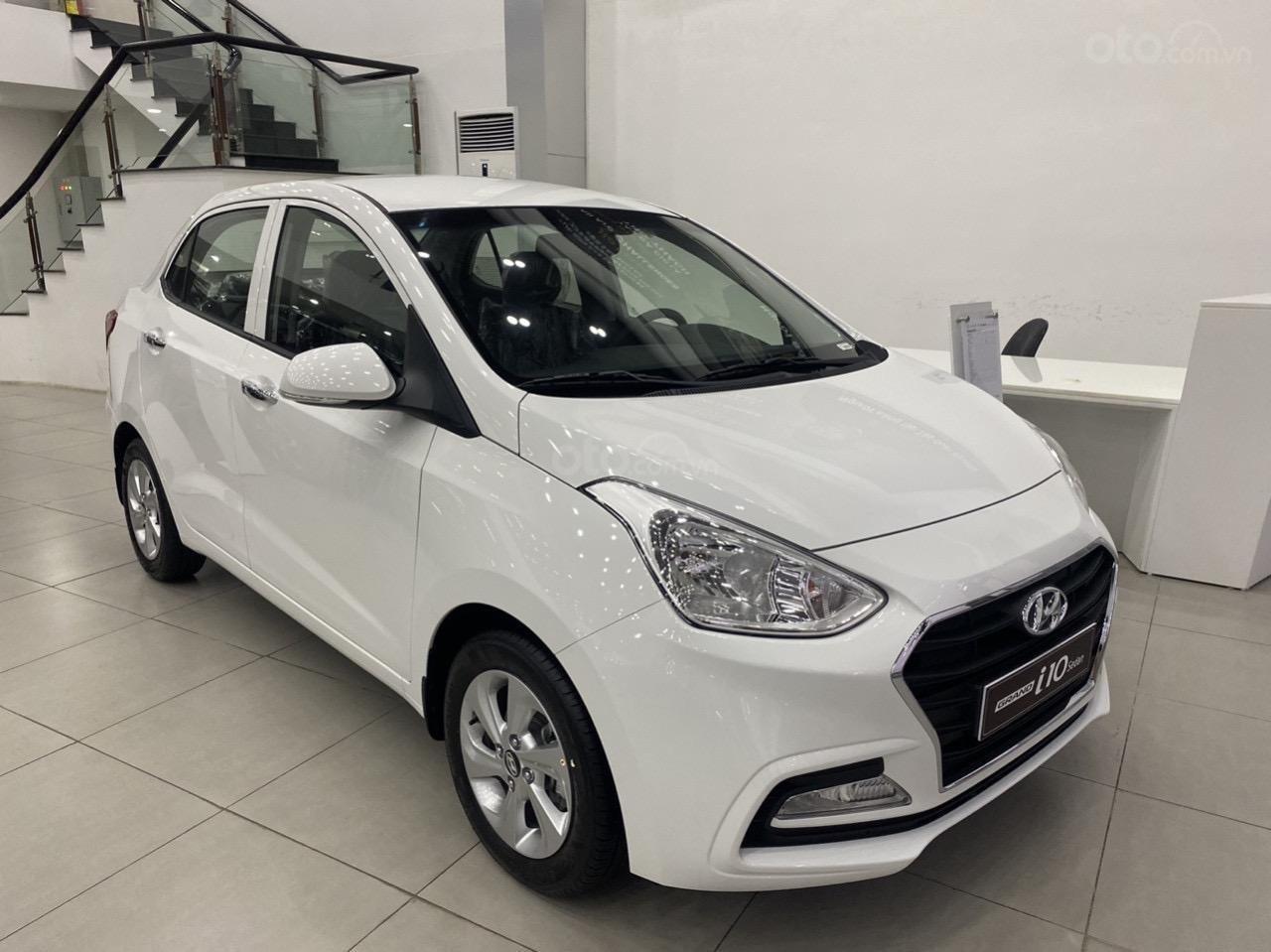 Cần bán xe Hyundai Grand i10 sedan xe có sẵn (1)