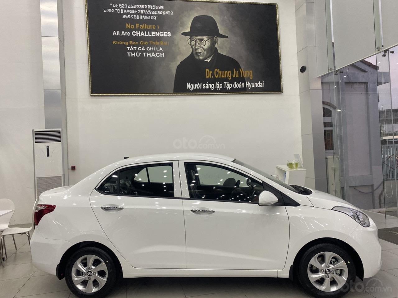 Cần bán xe Hyundai Grand i10 sedan xe có sẵn (2)