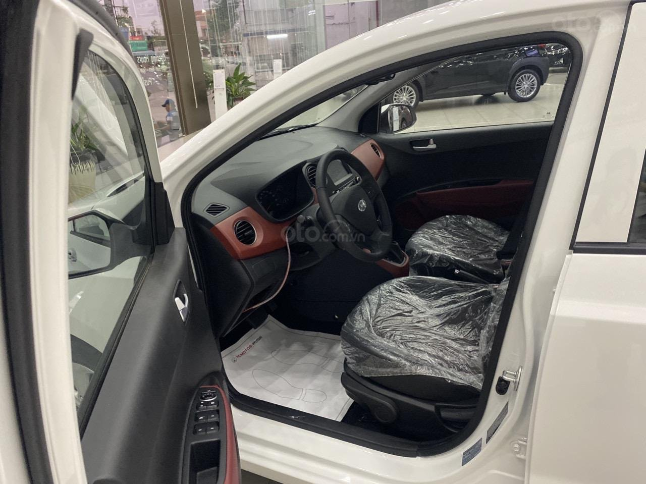 Cần bán xe Hyundai Grand i10 sedan xe có sẵn (3)