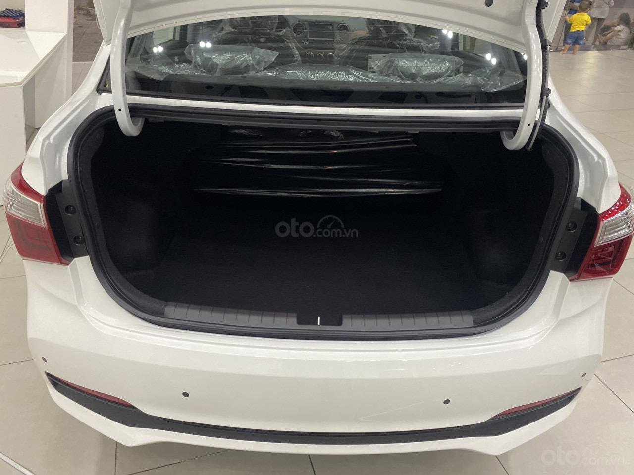 Cần bán xe Hyundai Grand i10 sedan xe có sẵn (8)