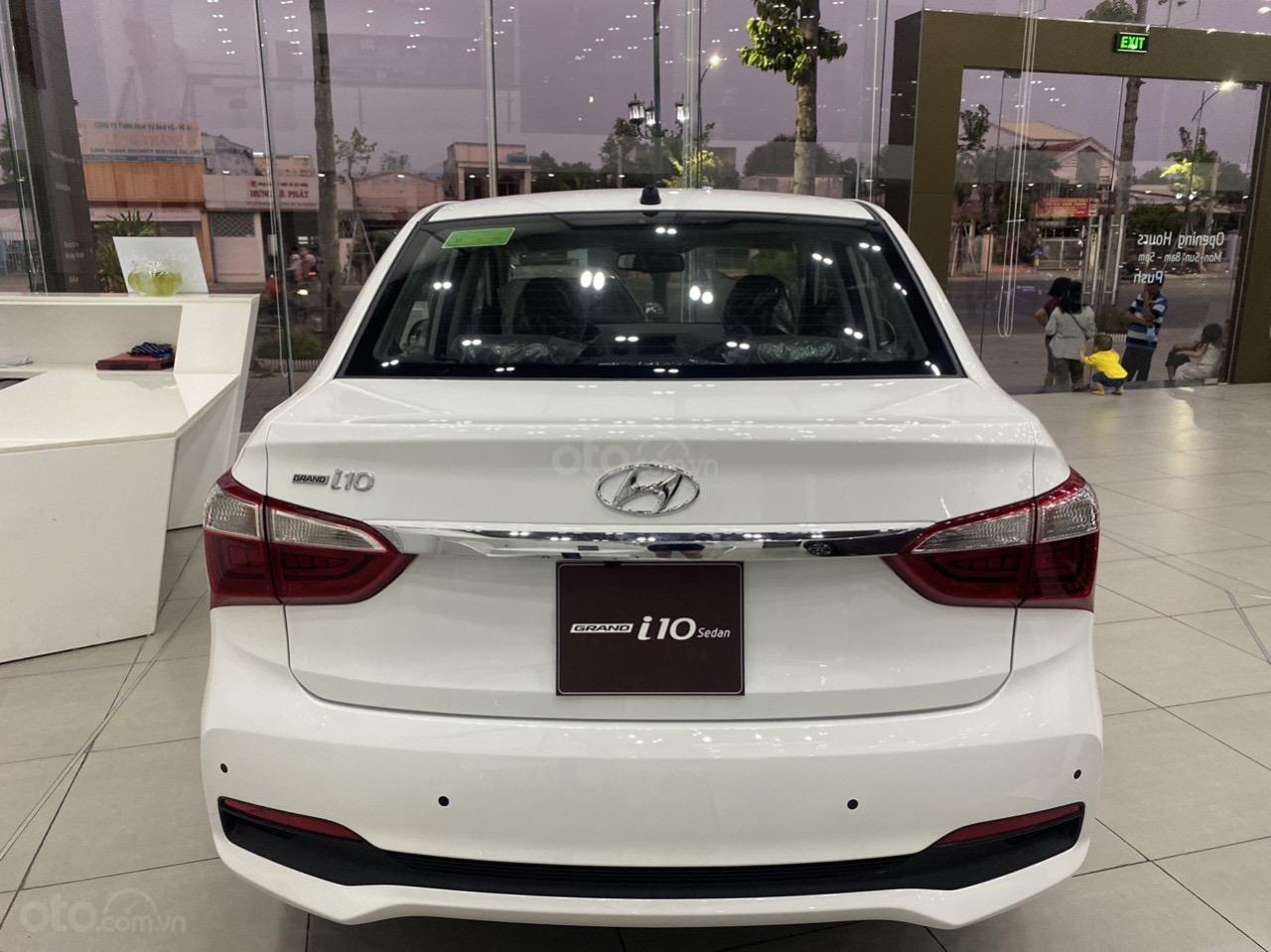Cần bán xe Hyundai Grand i10 sedan xe có sẵn (7)