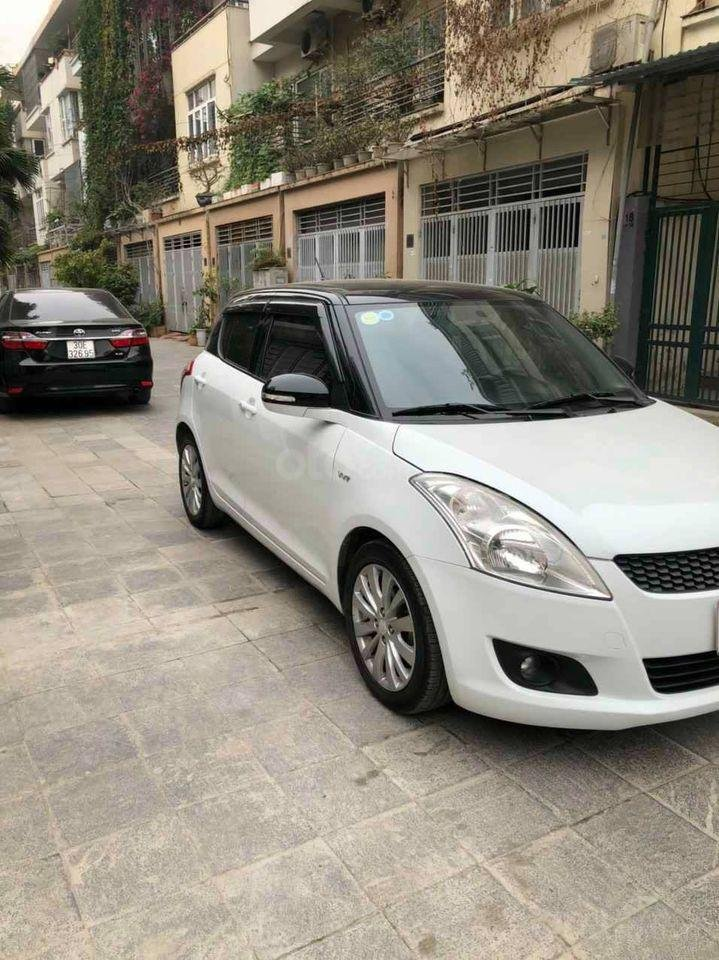 Cần bán Suzuki Swift sản xuất năm 2017, màu trắng (2)