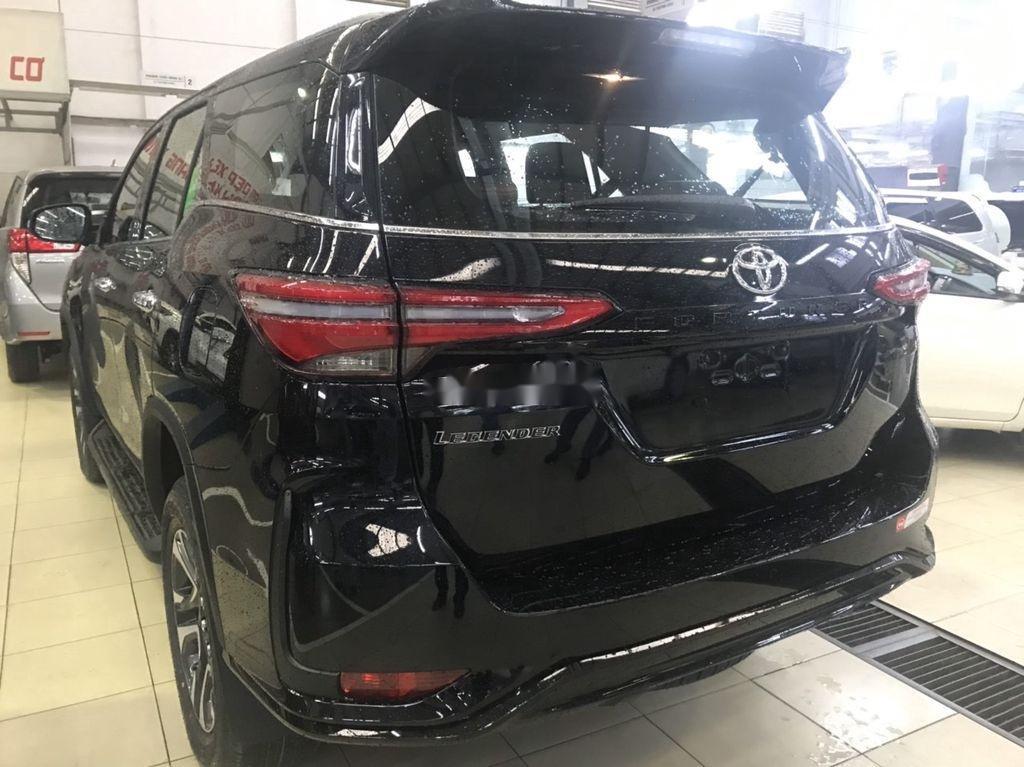 Bán Toyota Fortuner đời 2021, màu đen (2)
