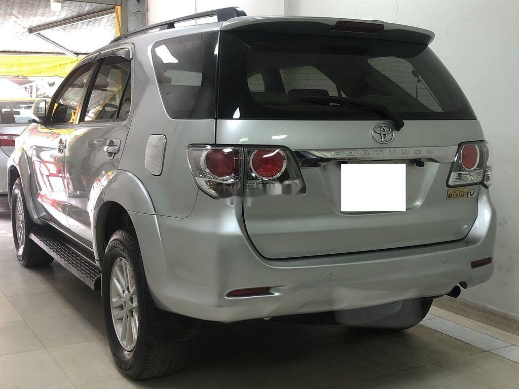 Cần bán Toyota Fortuner AT năm sản xuất 2012, xe giá thấp (3)